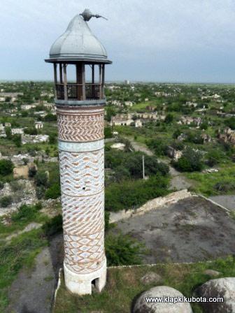 Górski Karabach. 100-tysięczne miasto w gruzach. (Fot. www.klapkikubota.pl)