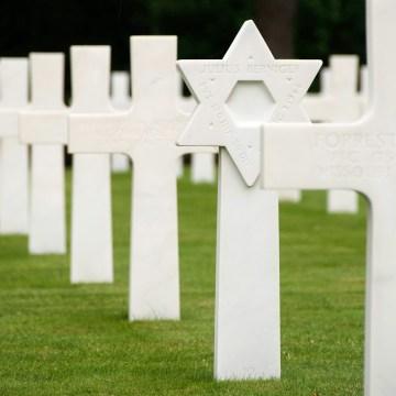 Cmentarz żołnierzy amerykańskich poległuch na wybrzeżu Normandii