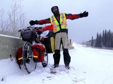 Piotr na rowerze jedzie przez Kanadę