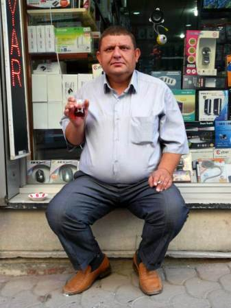 Nawyki Turka: czaj i papierosy. (Fot. Krzysztof Dopierała)