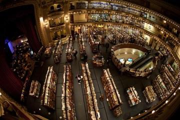 3. ARGENTYNA, El Ateneo. W 2000 roku budynek został przekształcony w księgarnię funkcjonującą do dziś pod nazwą El Ateneo oraz gruntownie odnowiony. (Fot. Agnieszka i Mateusz Waligóra)