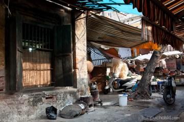 9. WIETNAM, Hanoi. Wąskie ulice zamienione w targ. (Fot. Jakub Puchalski)