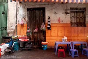 10. WIETNAM, Hanoi. W takich miejscach młodzi i starzy Wietnamczycy najchętniej spotykają się, by wspólnie zjeść noodles z wielkich misek (zupa z mięsem, zielskiem i ryżowym makaronem). (Fot. Jakub Puchalski)