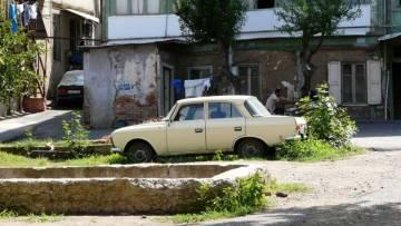 Gruzja. Podwórko w Tbilisi