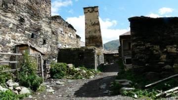 Kamienne wieże w Ushguli, na gruzińskim Kaukazie
