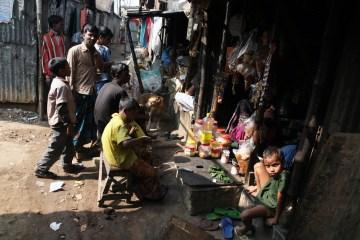 Sporą część Dhaki, stolicy Bangladeszu, zajmuja slumsy