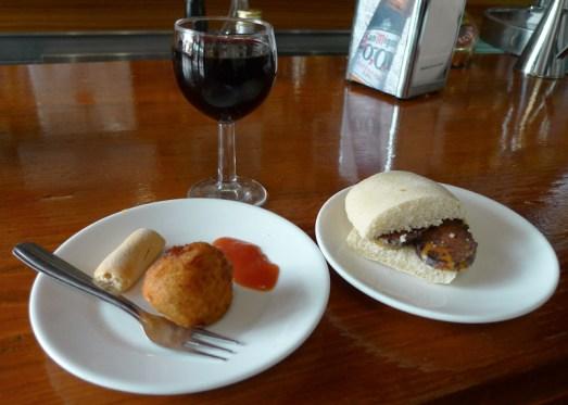 W każdym regionie Hiszpanii tapas są nieco inne i odbijają po trochu specyfikę lokalnej kuchni. (Fot. Jagoda Pietrzak)