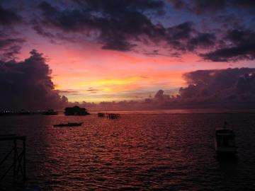 Wschód słońca na wyspie Derewan