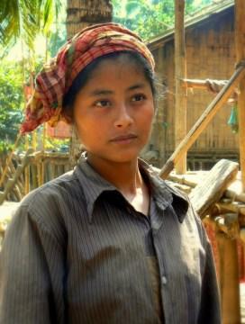 Piekna dziewczyna z wioski spolecznosci Marma.