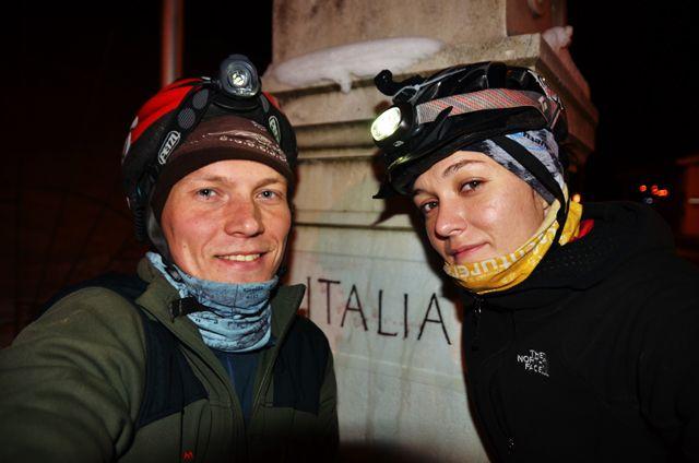 Przekraczamy granicę Włoch – Kuba Wolski i Eliza Czyżewska. (fot. Kuba Wolski)