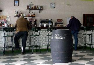 Ranna prasówka w barze