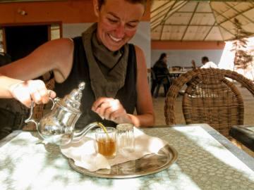Słodka marokańska herbata doskonale gasi pragnienie