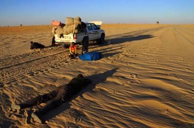 Awaria samochodu na pustyni w Czadzie