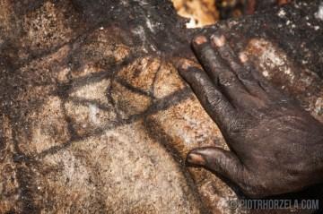 Zdfjęcia z Afryki - pieczenie zabitego rytualni byka