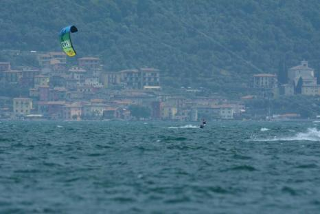 Kitesurfing na Jeziorze Garda, we Włoszech. (Fot. Marcin Jędras)