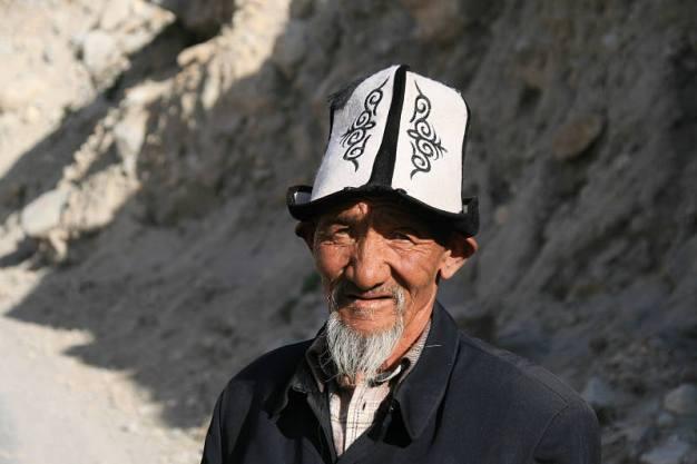 Chińczyk w dziwnej czapce