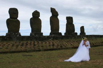 Ślubna sesja zdjęciowa mieszkańców wyspy. (Fot. Marta i Łukasz. Świat z bliska)