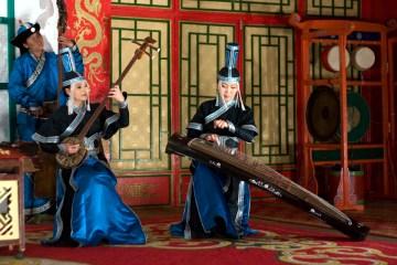 Tańce mongolskie - przedstawienie dla turystów
