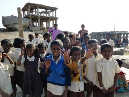 Dzieciaki w Indiach lubią turystów