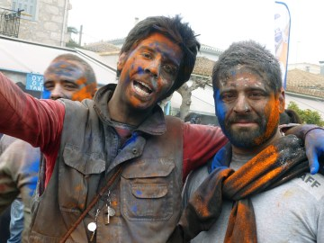 Kolorowe twarze podczas dnia Kathara Deftera w Grecji - fotoreportaż