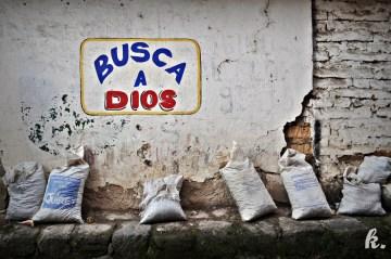 Religijne napisy - zdjęcia z podróży przez Gwatemalę