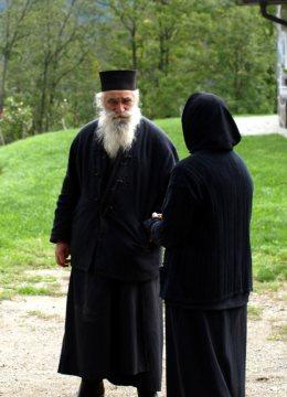Serbski mnich w monastyrze