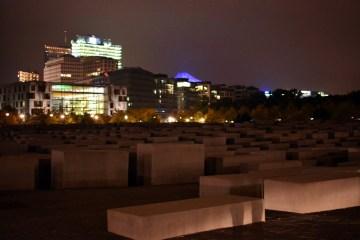 Atrak,cje Berlina - pomnik pomordowanych Żydów
