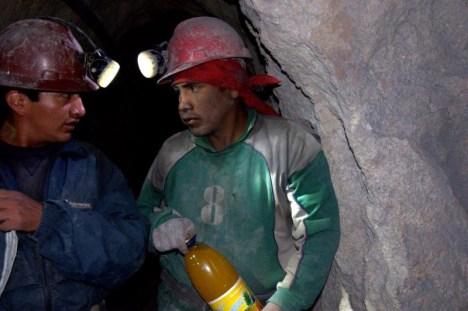 Górnicy w kopalni Cerro Rico