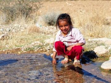 Zdjęcia z Iranu - dziewczynka spotkana przez Łukasza Supergana w górach Zagros