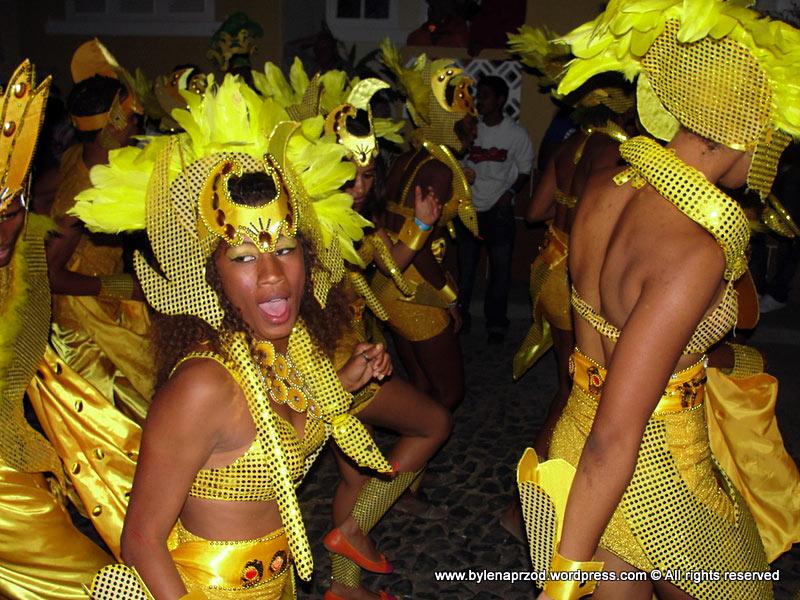 Karnawałowy pochód na Sao Nicolau