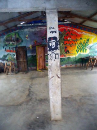 Che Guevara na murze