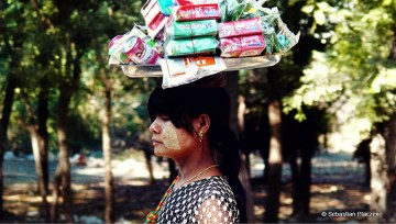 Kobieta z Mandalaj - zdjęcia z Mjanmy