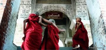 Młodzi buddyjscy mnisi