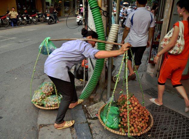 LLiczi w Hanoi można kupić na ulicy