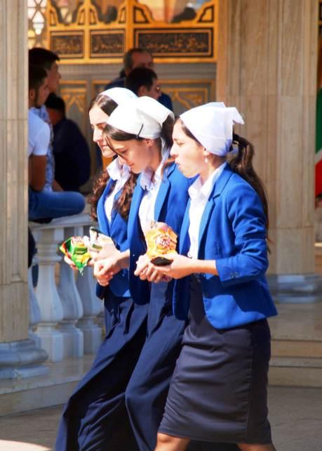 Grozny, czeczeńskie dziewczęta