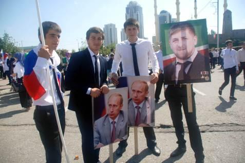 Czeczeńscy studenci na manifestacji w Groznym