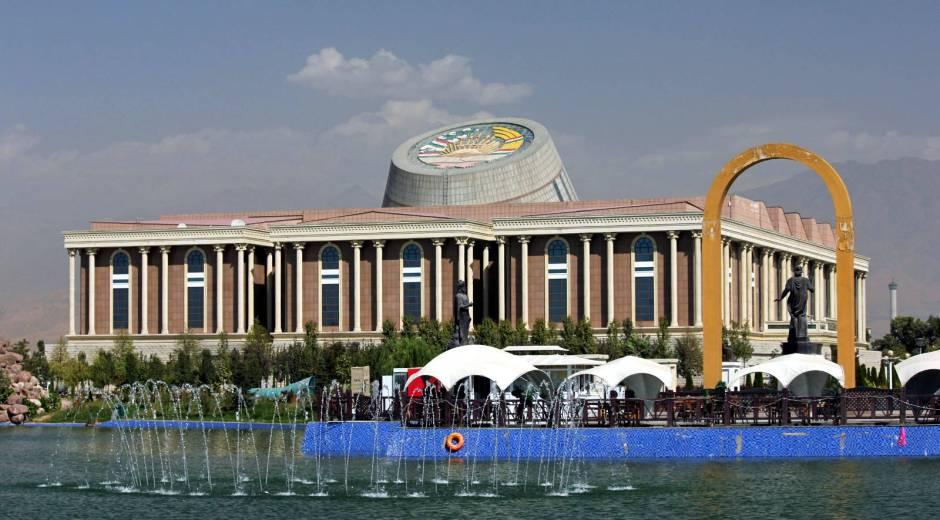 Futurystyczny budynek w Dusznbe, stolicy Tadżykistanu