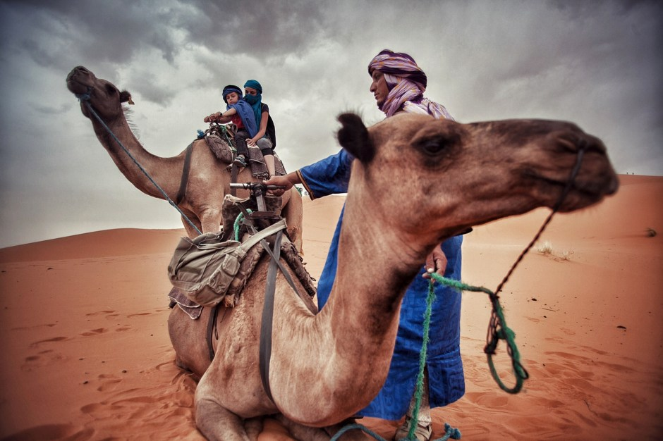 Maroko, podróż na wielbłądzie, Fot. Mihai Barbu