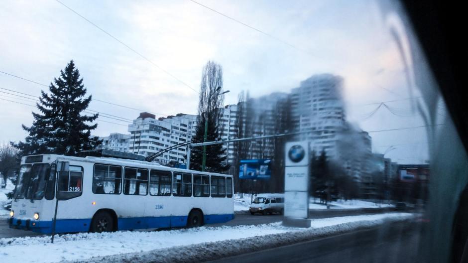 Brama Kiszyniowa z okien marszrutki. (Fot. Bartek Szaro)
