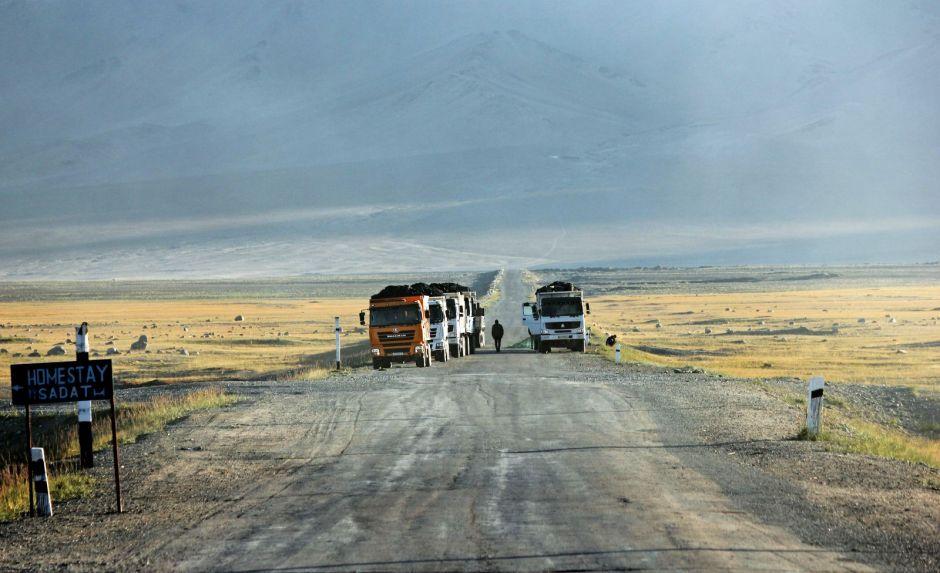 Ciężarówki na autostradzie pamirskiej