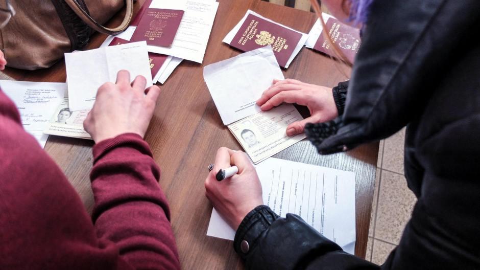 Odprawa paszportowa na granicy z Ukrainą. (Fot. Bartek Szaro)
