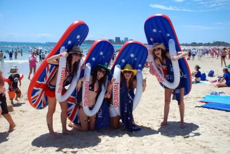Festiwal pływających klapków, plaża w Australii