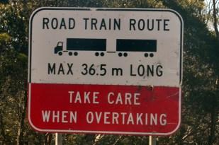 Outback w Australii. Uwaga na road trains