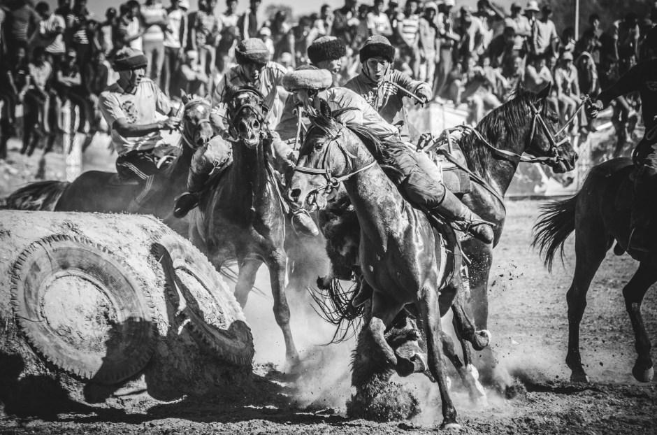 Zdjęcia z Azji Centralnej, buzkaszi w Kirgistanie, Jakub Rybicki