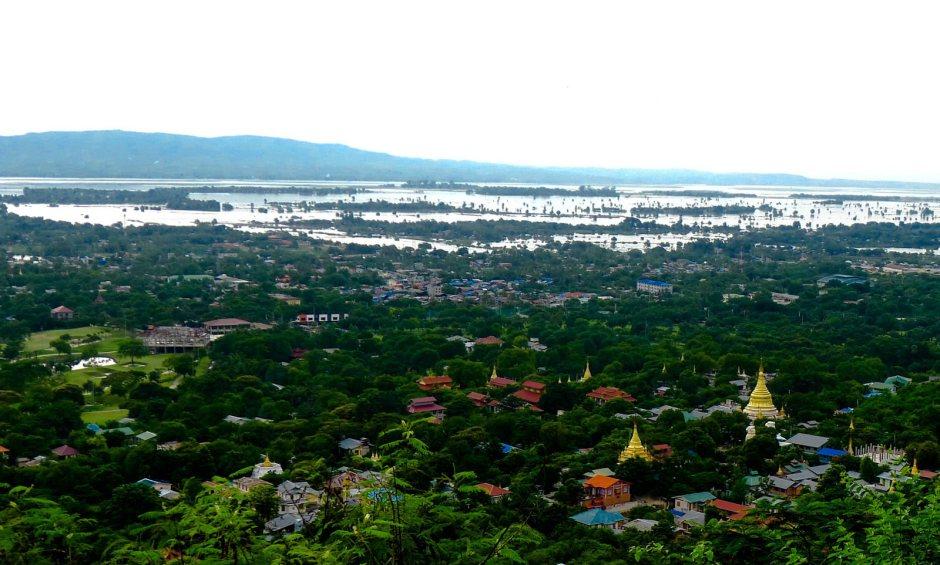 Irauadi widziana ze Wzgórza Mandalajskiego. (Fot. Piotr Porayski-Pomsta)
