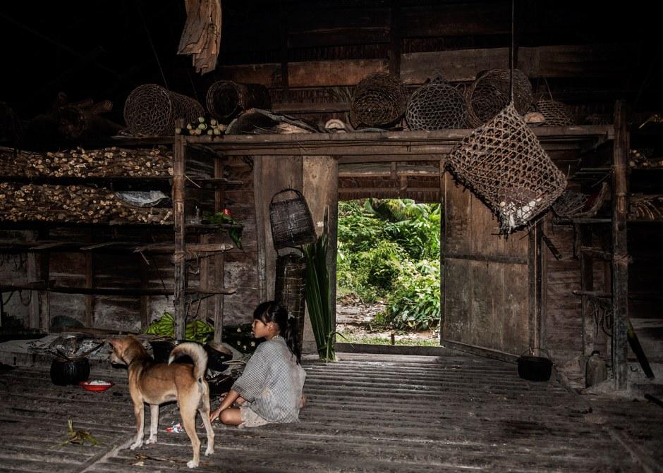 Wnętrze domu Mentawajów. Siberut, foto