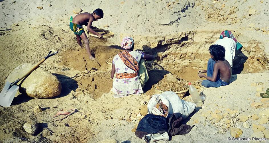 Bangladesz, Jaflong, praca przy wydobyciu kamieni - foto, podróże