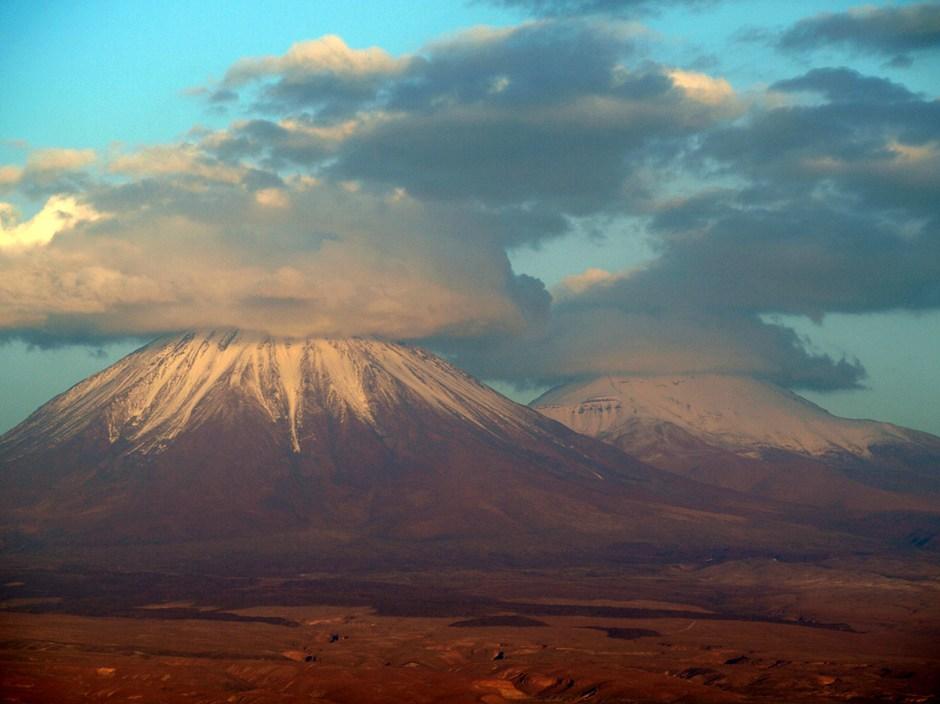 Chile, wulkany Licancabur i Juriques, pustynia Atacama