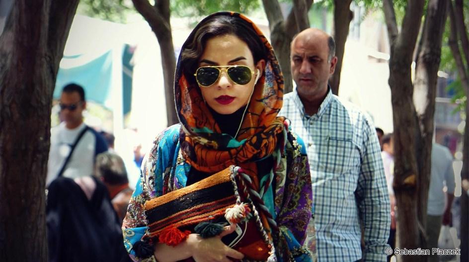 Iran - wyzwolona muzułmańska kobieta, mieszkanka Teheranu