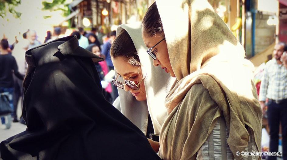 Iran, Teheran, zdjęcia z podróży. Kobiety w chustach